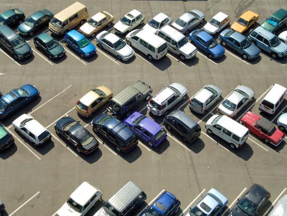 Automobilių pardavimo ir saugojimo aikštelė